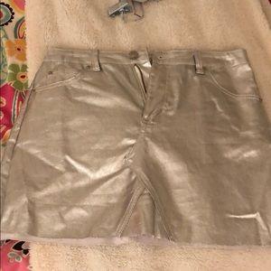 Nwot metallic silver skirt M